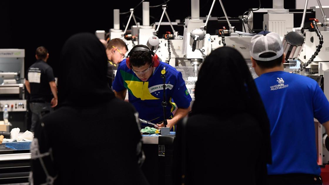VÍDEO: No 2º dia de provas da WorldSkills, brasileiros já sonham com medalhas