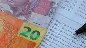Confiança do consumidor continua volátil e recua em setembro, informa CNI