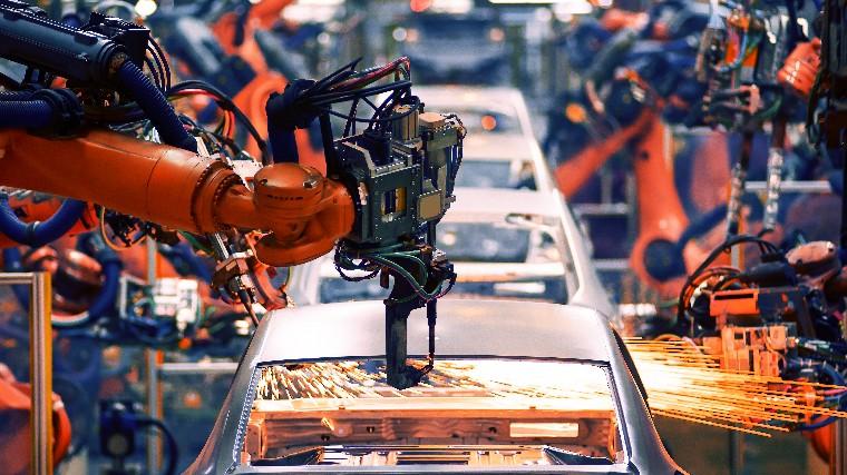 Aumenta a oferta de emprego na indústria, informa CNI