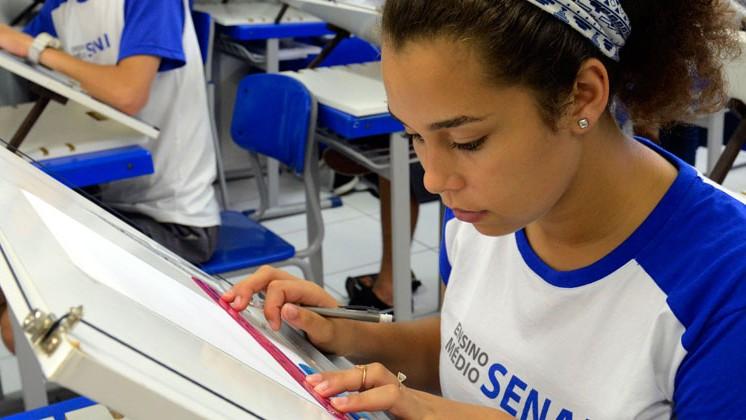 5 cursos gratuitos do SENAI pra você aprender uma profissão