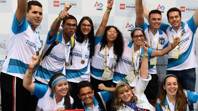 Equipe do SESI sobe no pódio do principal torneio de robótica do mundo