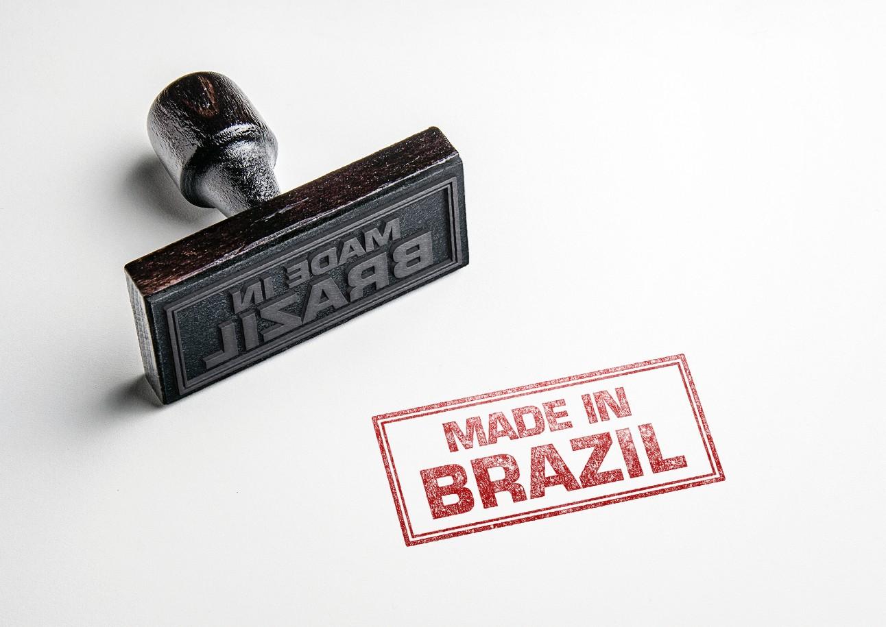foto de um carimbo de made in brazil, com tinta vermelha