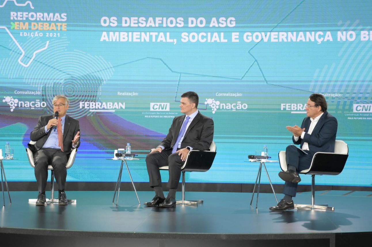 Ignacio Ybáñez, embaixador da União Europeia no Brasil; Marcelo Thomé, Presidente do Conselho Temático de Meio Ambiente e Sustentabilidade da CNI; João Borges, jornalista e diretor de comunicação da FEBRABAN;