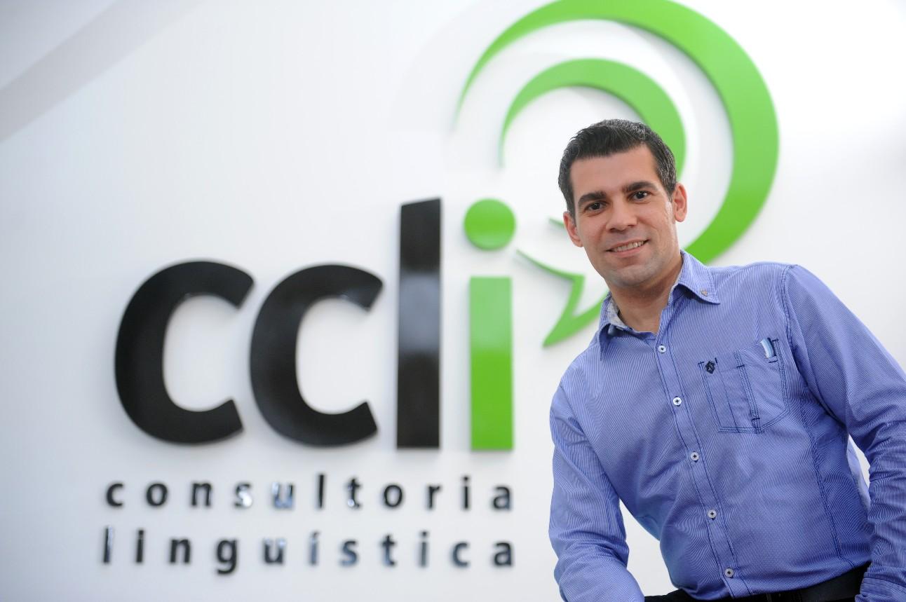 Daniel Rodrigues é diretor da primeira consultoria em línguas do Brasil
