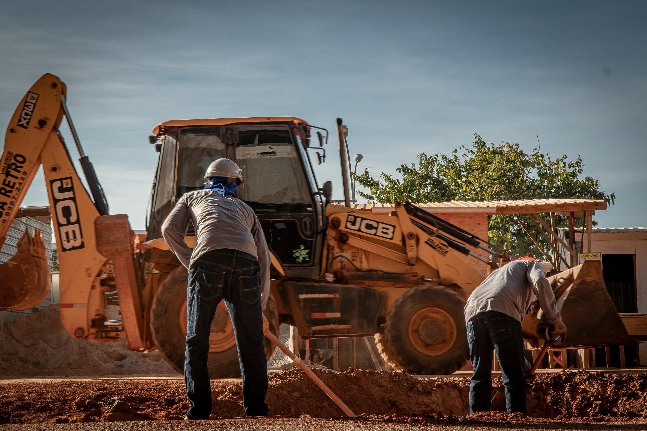 Trabalhadores da construção civil no canteiro de obras