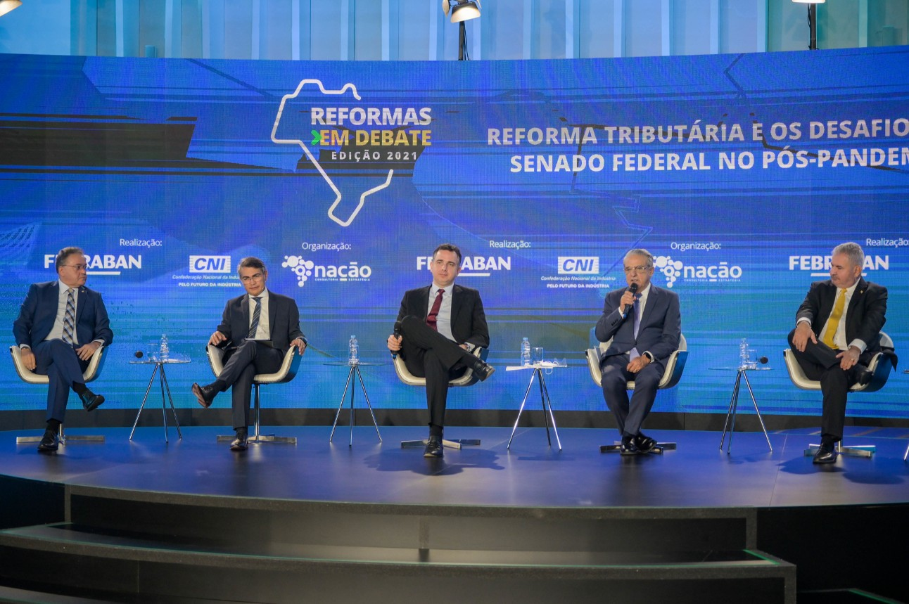 Parlamentares, incluindo o presidente do Senado, Rodrigo Pacheco, participaram de debate da CNI sobre reforma triburária
