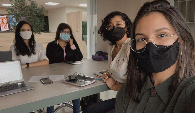 Após o GP, a equipe da Isabela (primeira à esquerda) teve a oportunidade de testar e melhorar o projeto