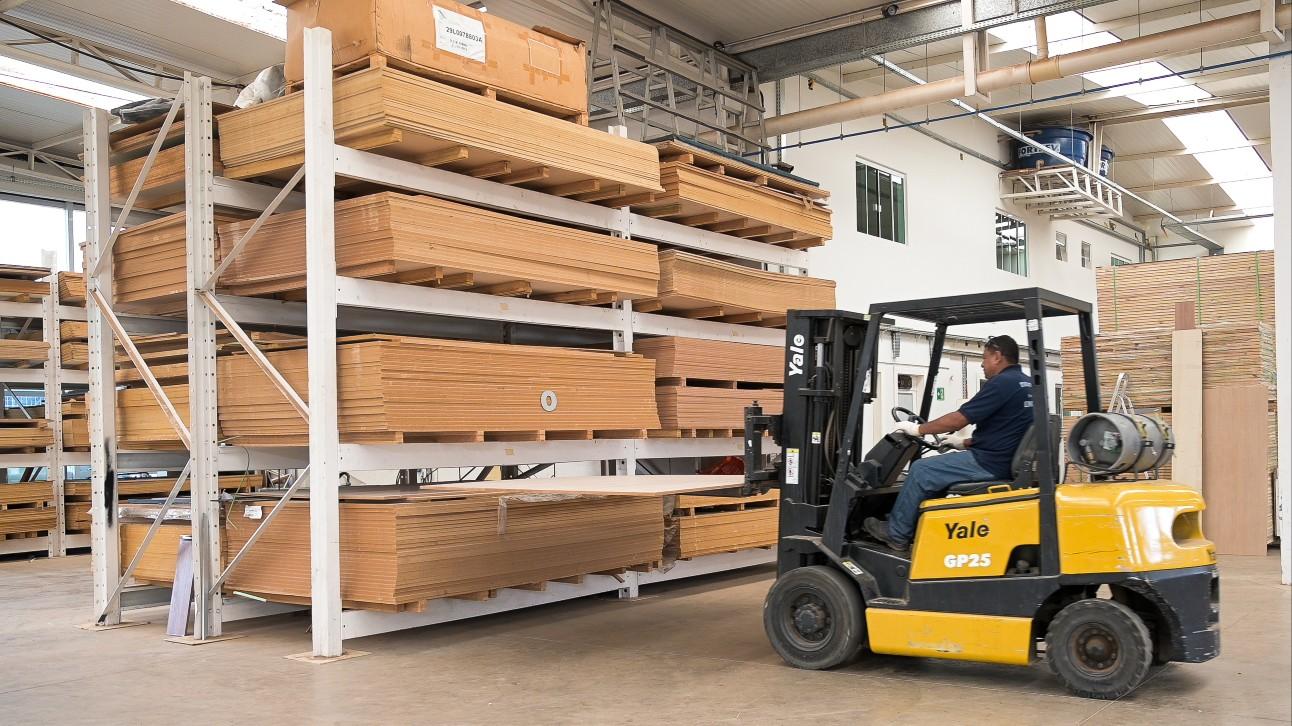Estoque de madeira para fabricação de móveis