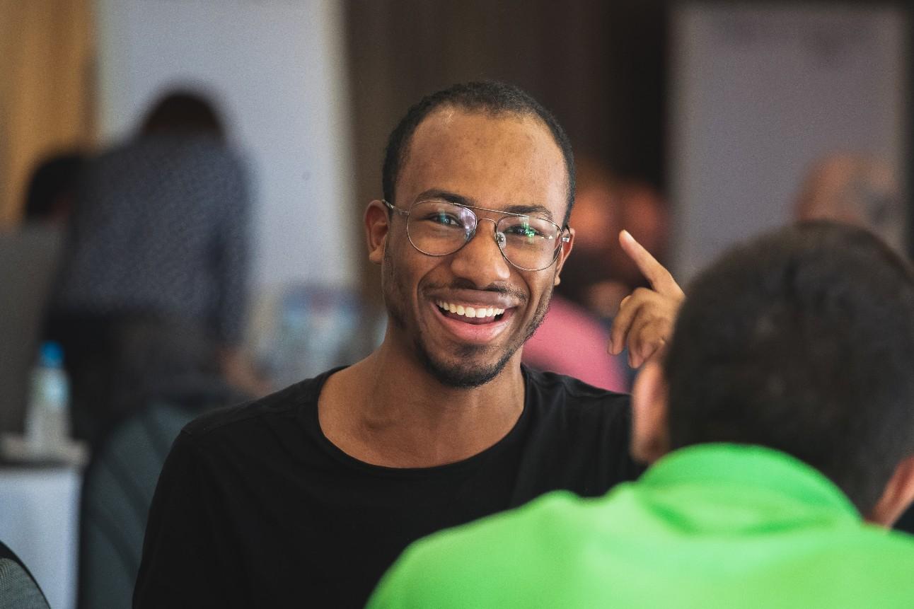 Fotografia de Cairê, sorrindo
