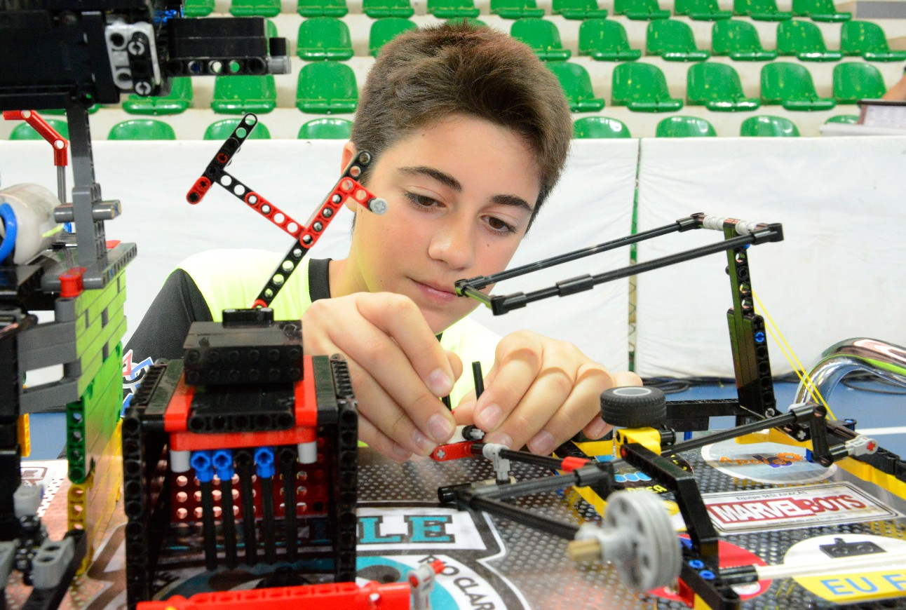 foto: aluno robótica