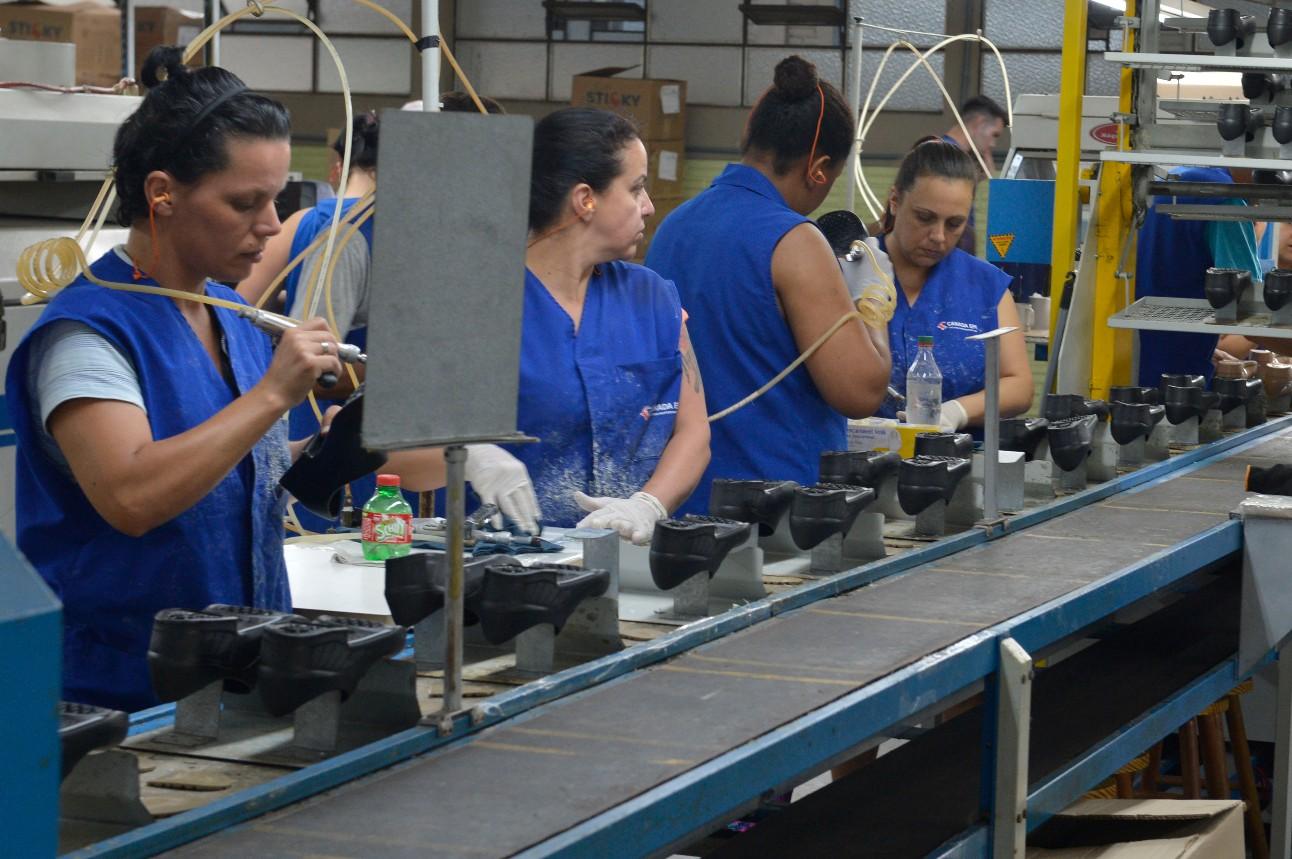 Trabalhadores da indústria de calçados
