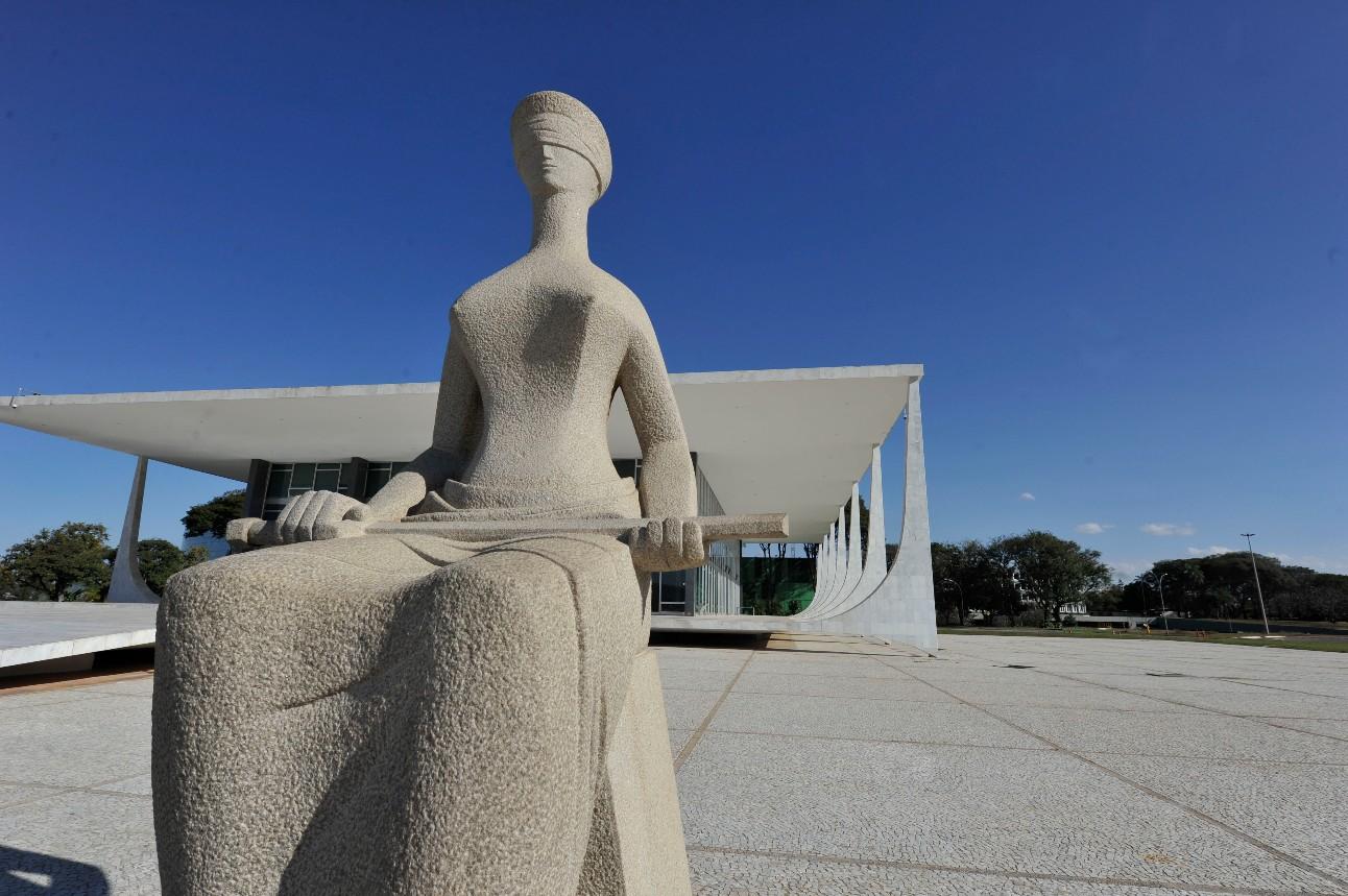 Arquitetura de Brasília: Supremo Tribunal Federal. Estátua da Justiça.