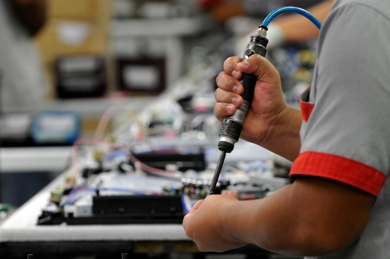 Linha de produção de eletro eletrônicos da Semp Toshiba. Chão de fábrica. Indústria