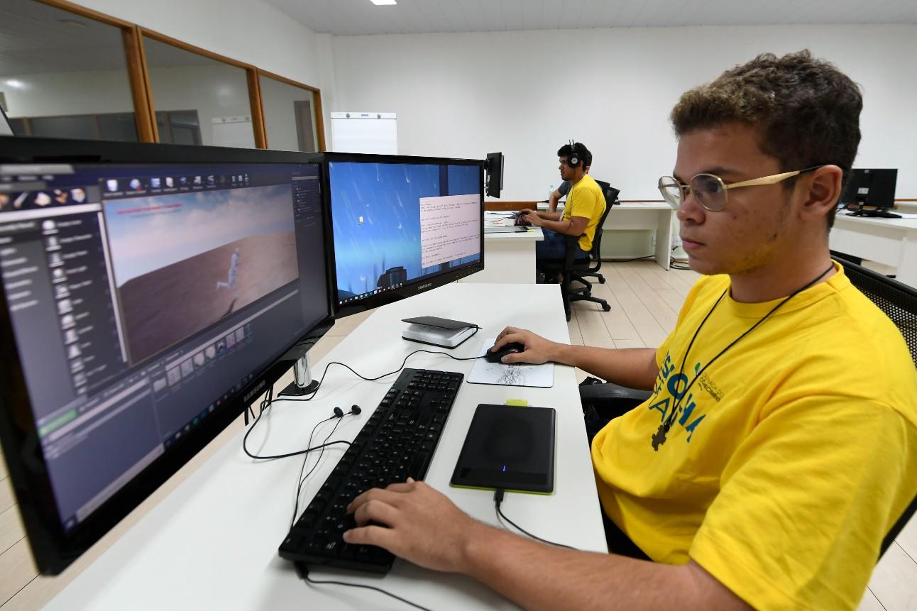 Aluno de educação profissional na área de arte 3D digital para games