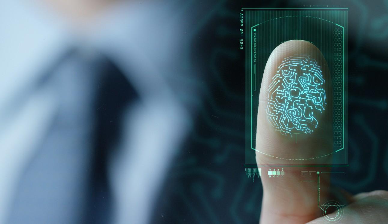 empresário digitalizando impressão digital, conceito de senha através de impressões digitais