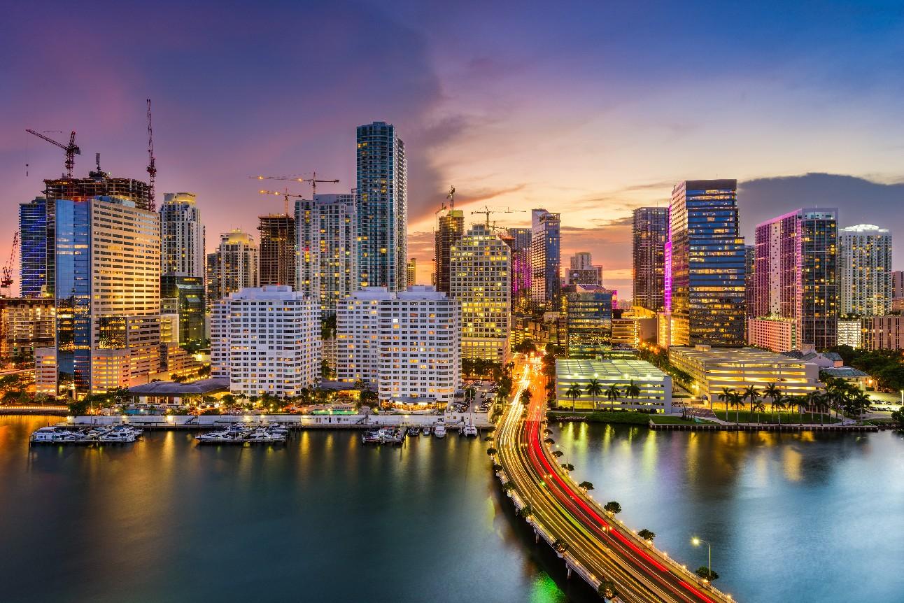 Foto colorida mostra o skyline da cidade de Miami, na Flórida (EUA)