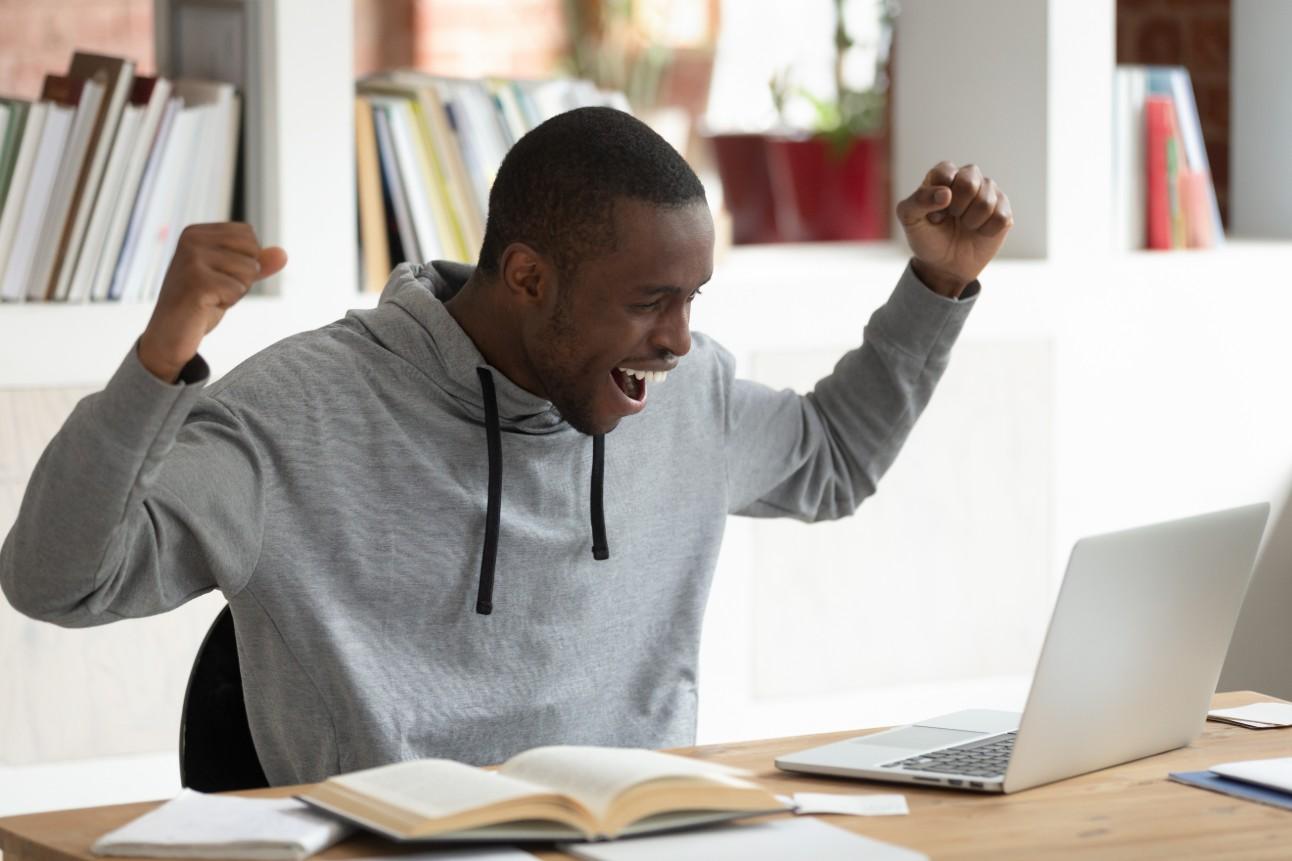 Há vagas disponíveis para estudantes do ensino médio, superior e com nível técnico