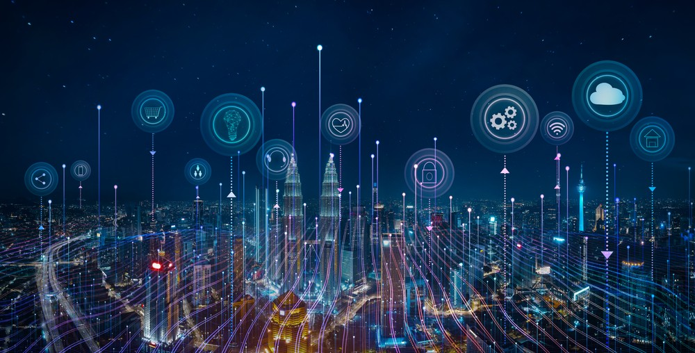 imagem aérea de cidade, com elementos gráficos que ilustram a conectividade a partir da internet das coisas