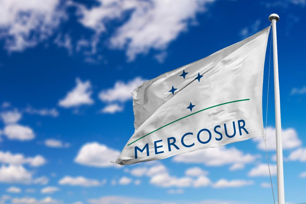 fotografia mostra bandeira do Mercosul