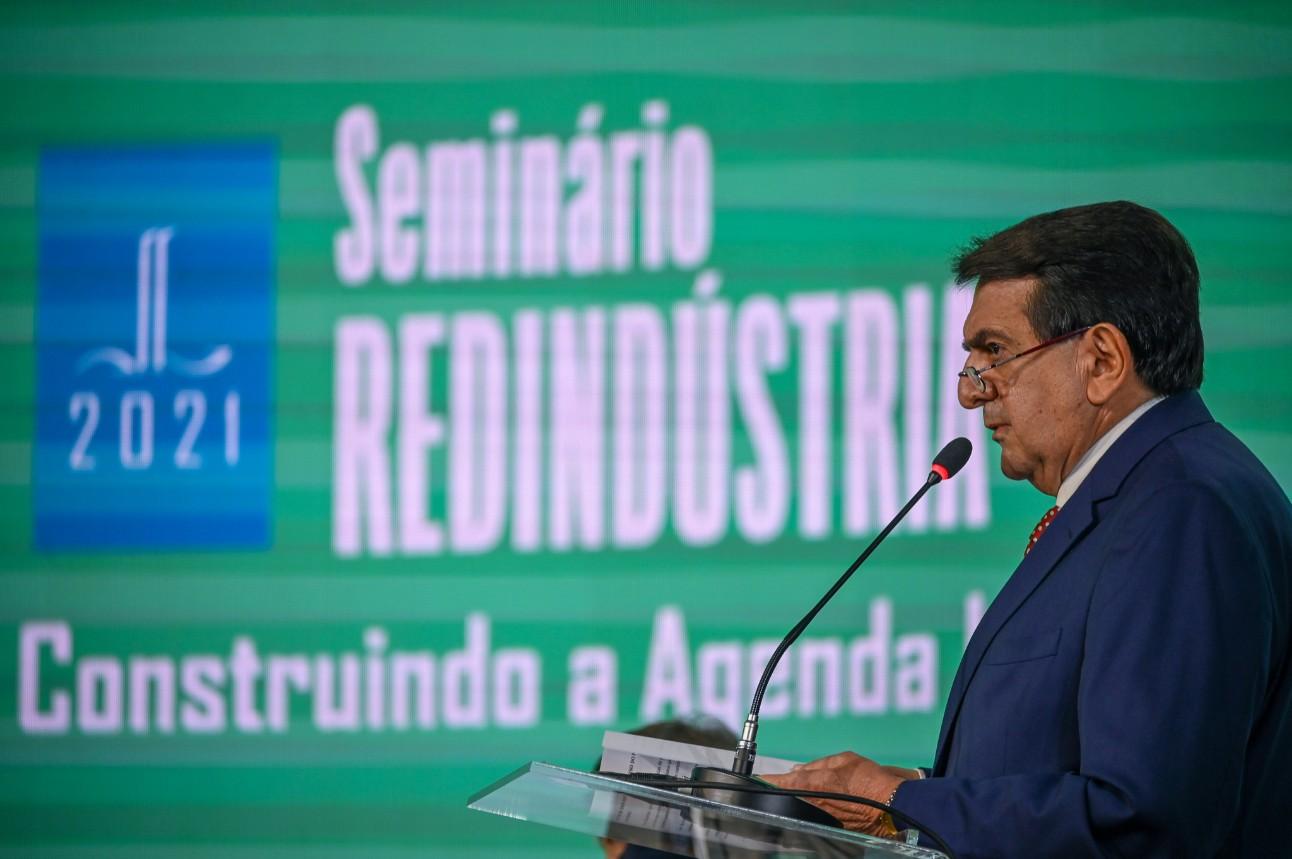 """""""Nesses momentos de crise é que a importância de um setor industrial forte fica mais evidente, porque, apesar das dificuldades, não houve desabastecimento"""" - Paulo Afonso"""
